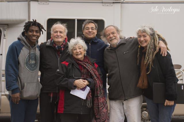 Sara recibió el motorhome junto a toda su familia en Montevideo