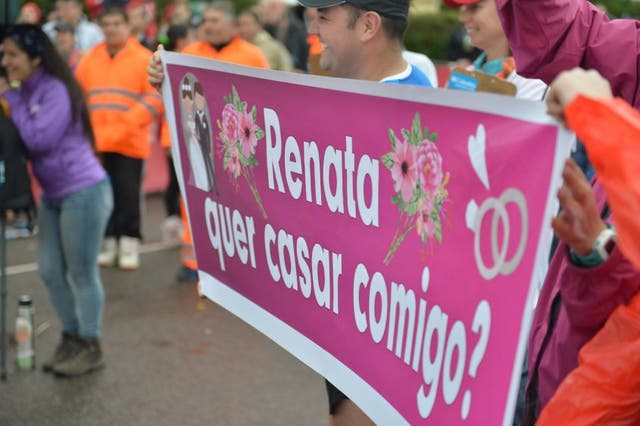 La pancarta con la que Thiago esperó a Renata