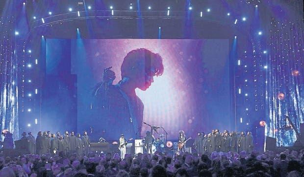 Lenny Kravitz y otros músicos homenajearon a Prince en el Hall de la Fama del Rock