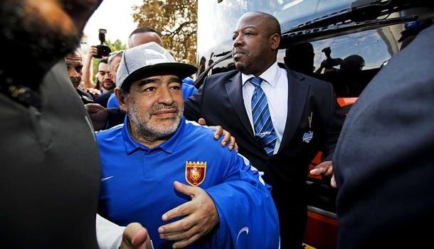 Diego Maradona estuvo en el triunfo por 3-2 ante el AZ Alkmaar en el Philips Stadion.