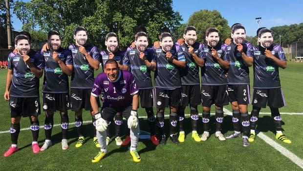 Sacachispas FC de Argentina posó con máscaras de Messi