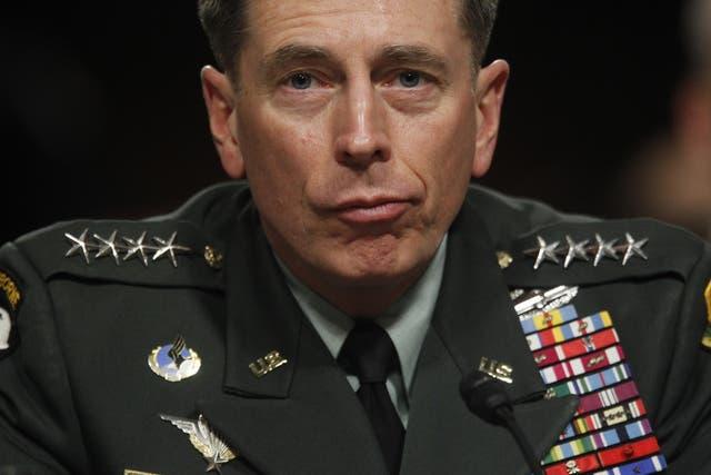 David Petraeus, un militar de carrera con una trayectoria en Irak y Afganistán, debió resignar a su cargo en la CIA por un escándalo que develó una se