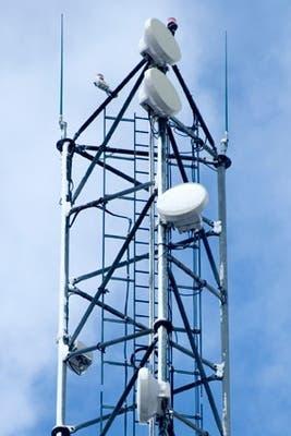 Una torre de celulares. Toda una industria se dedica a hacer versiones que se disimulen en el paisaje urbano