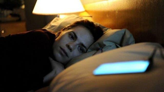 """En """"Be right back"""" una mujer pretende dar una """"vida digital"""" a su novio fallecido"""