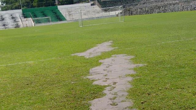 La grieta del estadio Mariano Matamoros, por donde subió el agua desde las entrañas de la tierra