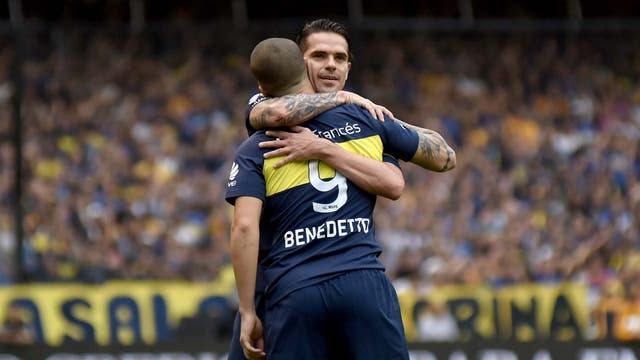 Boca Campeón. Abrazo de Fernando Gago con el autor del 1-0, Darío Benedetto