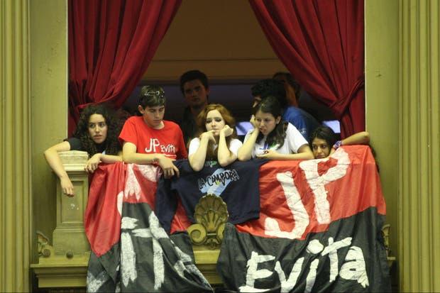 Los jóvenes militantes del kichnerismo estuvieron presentes en la sesión de ayer en Diputados