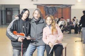 El maestro Espector junto a dos alumnos extraordinarios de Lugano: Ezequiel y Cecilia