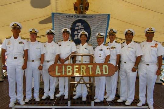 Los 9 comandantes a bordo de la Fragata Libertad. Foto: Eduardo Olmos