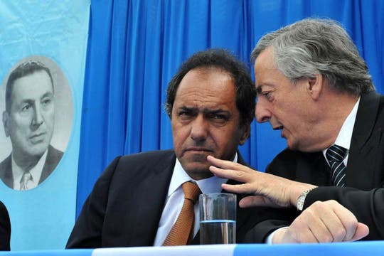 Néstor Kirchner, junto al gobernador de  Buenos Aires, Daniel Scioli, encabezo un acto que se realizó en la Quinta 17 de Octubre de San Vicente con motivo del aniversario del nacimiento del general Juan Domingo Perón, 8 de octubre de 2010. Foto: Télam