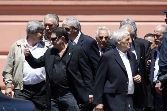 Viviani, entre  otros sindicalistas sale de la casa de Gobierno. Foto: LA NACION / Rodrigo Néspolo