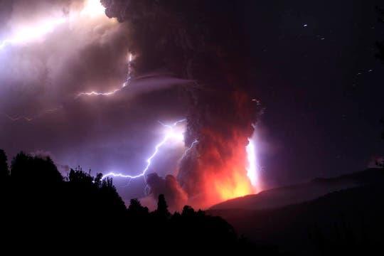 Imágenes más que elocuentes de la furia que está manifestando en volcán Puyehue en Chile. Foto: Reuters