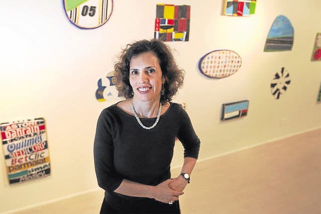 Leda Catunda y sus pinturas blandas en la galería Ruth Benzacar