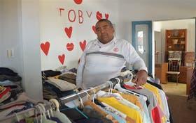 Toby con las donaciones