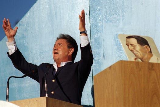 Eduardo Duhalde preside el acto del 17 de octubre en 1998. Foto: Archivo