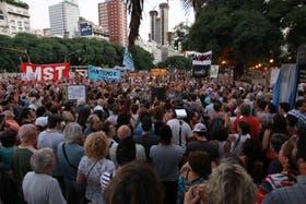 En la 9 de Julio, vecinos protestaron durante la tarde contra las obras que modifican el paisaje, que se llevna a cabo para construir el Metrobús