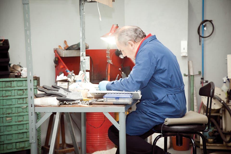 Desde una fbrica ubicada en Lomas del Mirador la empresa argentina Dimare produce miles de ladrillitos de plstico materia prima para nios con cabeza de arquitectos