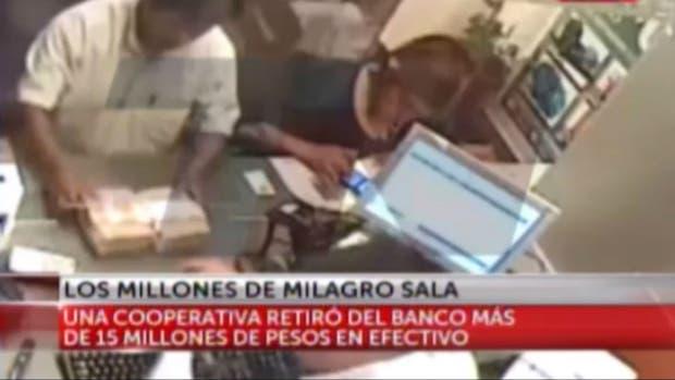 Integrantes de la cooperativa Pibes Villeros retiraron el dinero en efectivo