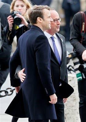 Macron y Hollande, ayer, durante un acto para recordar la victoria sobre los nazis