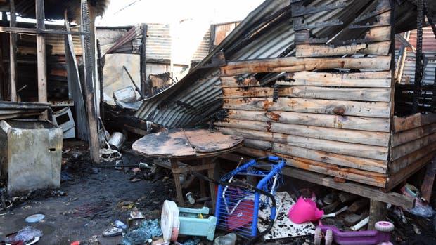 Cuatro niñas murieron en un incendio en Lanús
