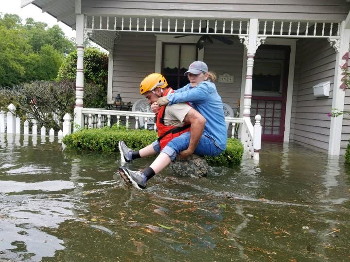 Un soldado de la Guardia Nacional de Texas durante las operaciones de rescate en las áreas inundadas en Houston. Foto: Reuters