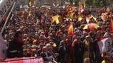 """Miles de anti-independentistas piden """"sensatez"""" en Cataluña"""