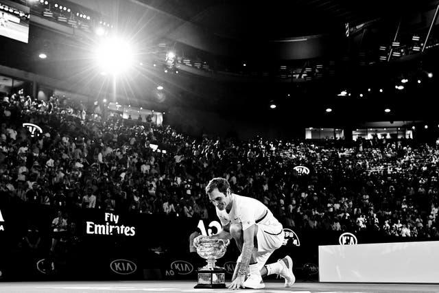 Roger Federer y su trofeo número veinte de Grand Slam