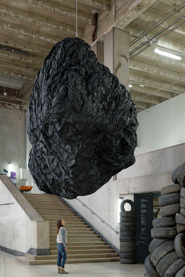 La cabeza de Goliat, de Eduardo Basualdo, se exhibirá desde el sábado en la Usina del Arte