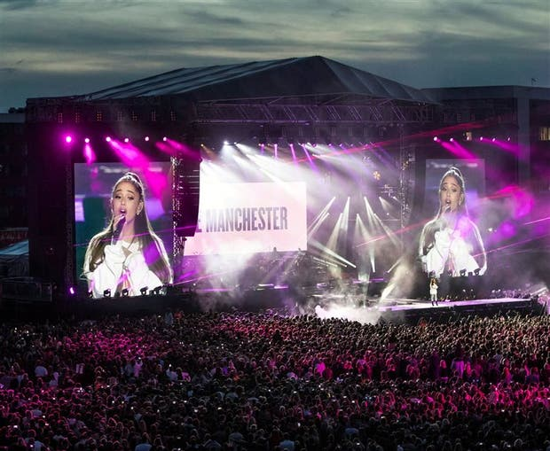 El estadio de Manchester, colmado durante la presentación de Ariana Grande