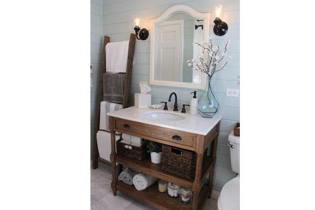 Imagenes De Bachas De Baño: aquí a través del mueble de madera lustrada con mesada de mármol