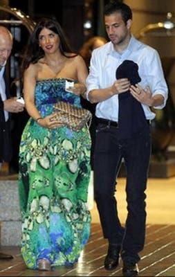 Cesc, con su mujer.  /Mundo Deportivo