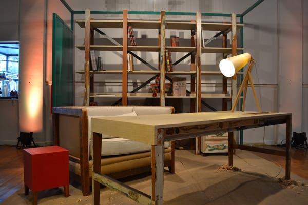 El diseñador Rodrigo Matta presenta una colección de muebles, creados a partir de madera de descarte. Líneas simples, pero con mucha onda y conciencia ecológica en su producción. Foto: Soledad Avaca Cuenca
