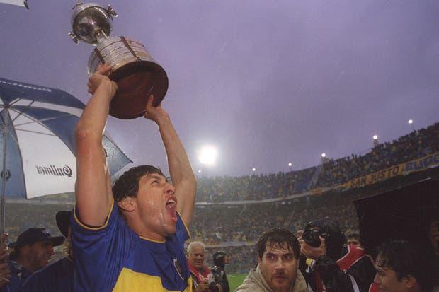 Bermúdez levanta la Libertadores 2000, ganada por Boca en Brasil