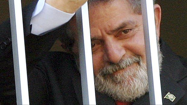 Lula, al salir de la comisaría tras su detención