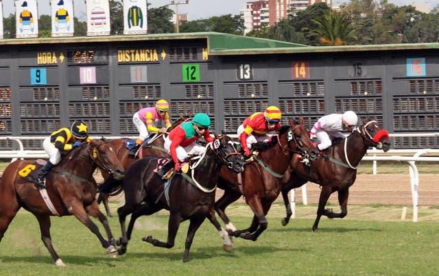 Toda carrera es un despliegue de habilidad y fortaleza; la de la foto tuvo lugar en San Isidro