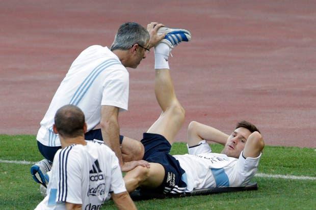 Leo pone a prueba su pierna derecha