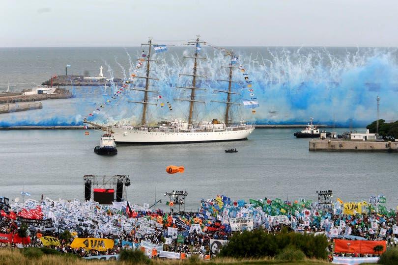 Todas las imágenes de la llegada de la Fragata Libertad a Mar del Plata. Foto: LA NACION / Mauro V. Rizzi