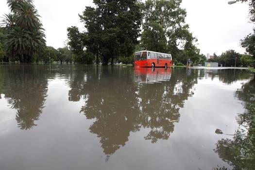 La intensa lluvia que cayó durante toda la noche y la mañana afectó a gran parte de la ciudad de Buenos Aires y algunas zonas de la provincia. Foto: LA NACION / Hernán Zenteno
