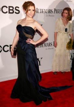 Anna Kendrick, la actriz de Pitch Perfect deslumbró en la entrega de los premios Tony con un vestido con strapless largo  de Donna Karan. Foto: Reuters