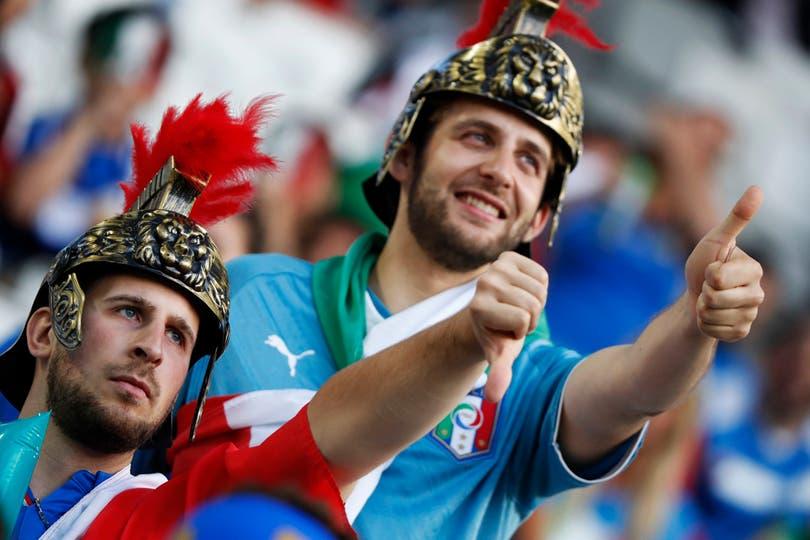 El publico en Alemania Vs Italia, por los cuartos de final de Eurocopa 2016. Foto: Reuters / Christian Hartmann