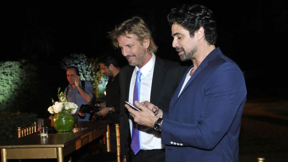 Facundo y Luciano compartieron fotos y bromas. Foto: Gerardo Viercovich