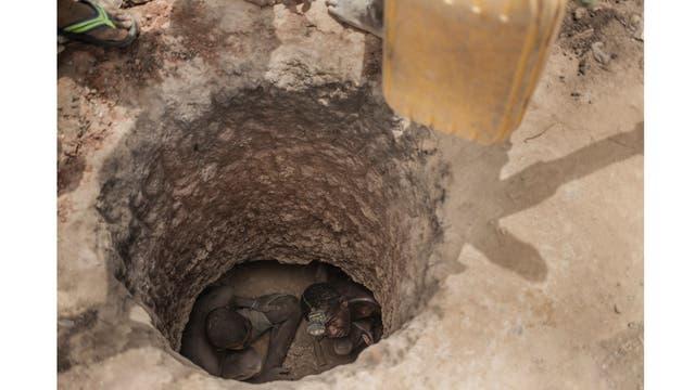 En los agujeros de las minas, trabajan de a dos o tres personas