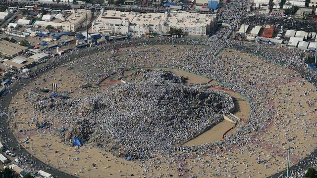 En esta montaña rodeada de desierto, donde según la tradición el profeta Mahoma pronunció su último sermón hace más de 1.400 años