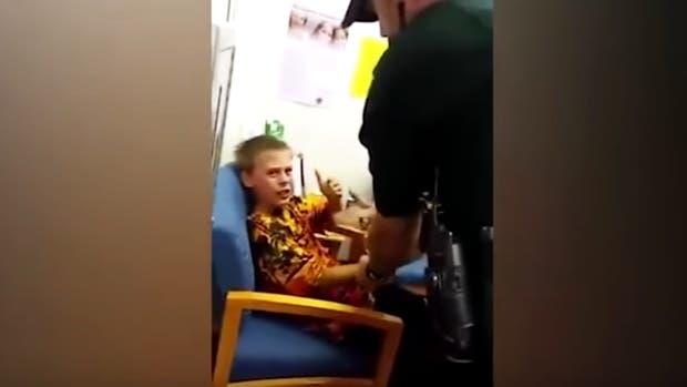 Según su madre, John fue arrestado por un incidente ocurrido en octubre del año pasado