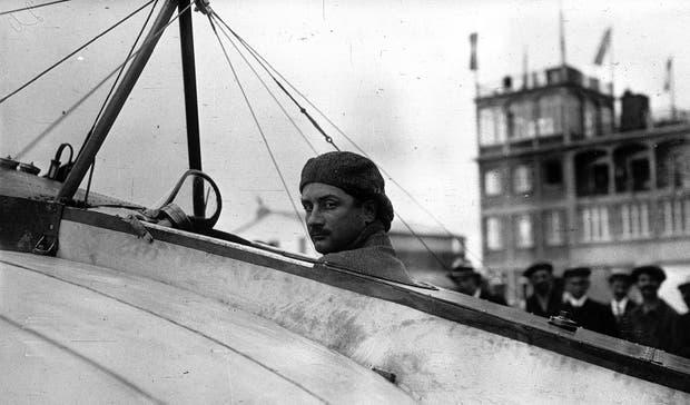 El aviador cautivó a los porteños. Era célebre por sus maniobras en el aire y sus caídas en picada