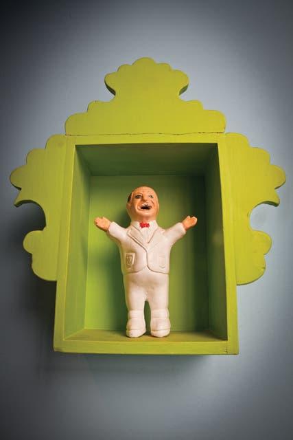 Ekeko en caja verde (Usos en Espacio Mundano)..  Foto:Living /Javier Csecs