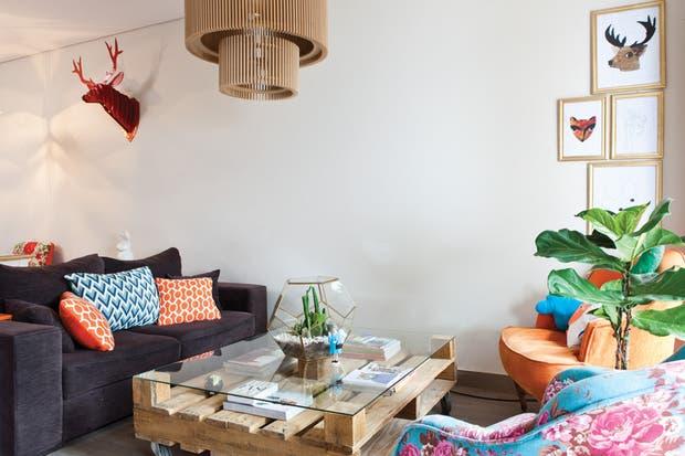 Ubicado en un primer piso con patio en pleno barrio de Palermo, el hogar de Pablo es un monoambiente claramente sectorizado.  /Javier Picerno