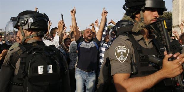 Fuerzas de seguridad israelíes toman posición ayer frente al Domo de la Roca, en la Explanada de las Mezquitas
