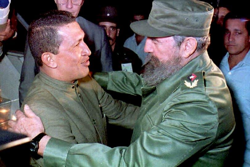 Con Fidel Castro en La Habana el 13 de diciembre de 1994. Foto: AFP