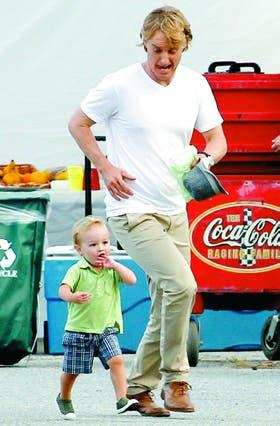 Un papá muy divertido. Con su hijo, Robert, a quien siempre quiere hacer reír